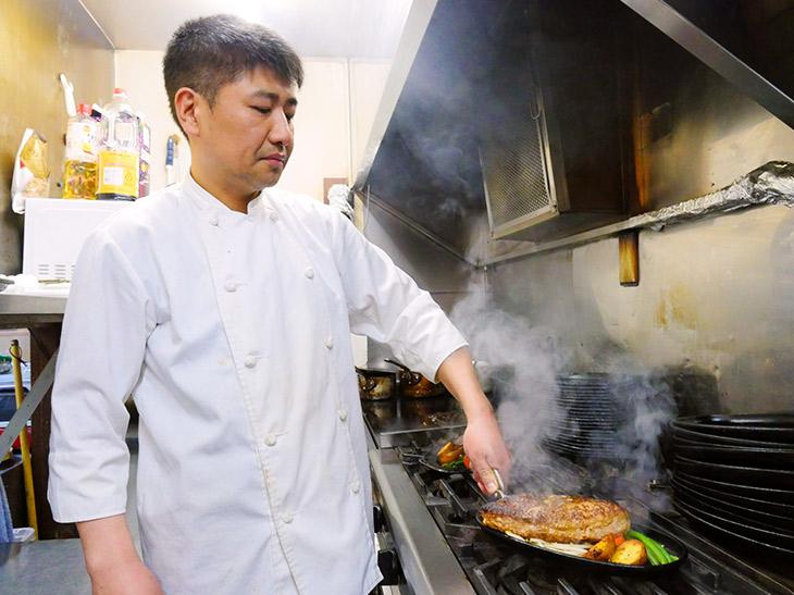 オーナーシェフの増田 貴也さん「肉といえばワイン! グラス480円~も一緒にぜひ味わって」