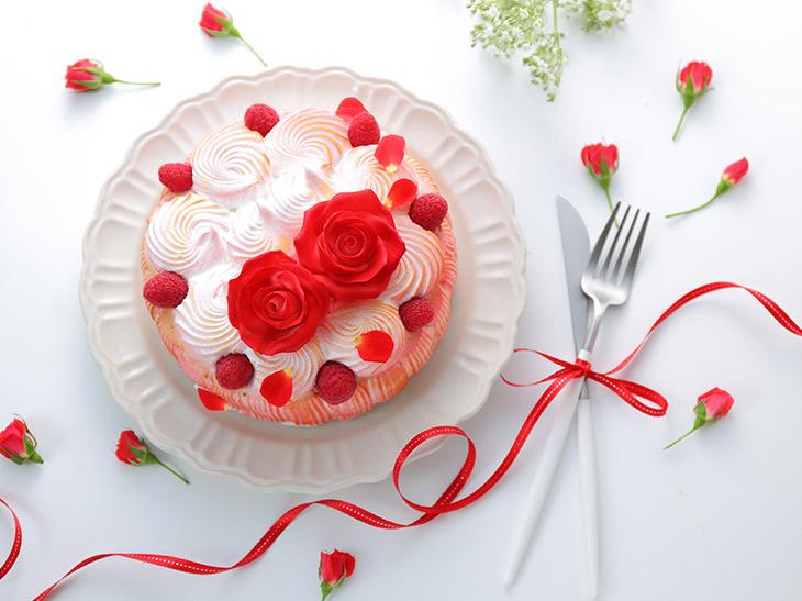 一流シェフのケーキが届くサブスク「LikeSweetsBOX」とは?