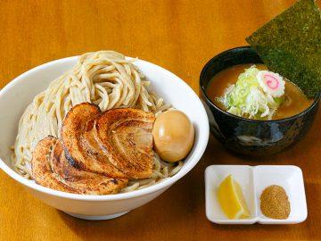 大宮『らぅ麺 ガラ喰楽学校』の約1.1kgのデカ盛りつけ麺「3年2組」とは?