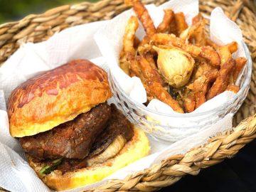 肉料理の名店『マルディグラ』の「極厚ステーキバーガー」がテイクアウトできる!