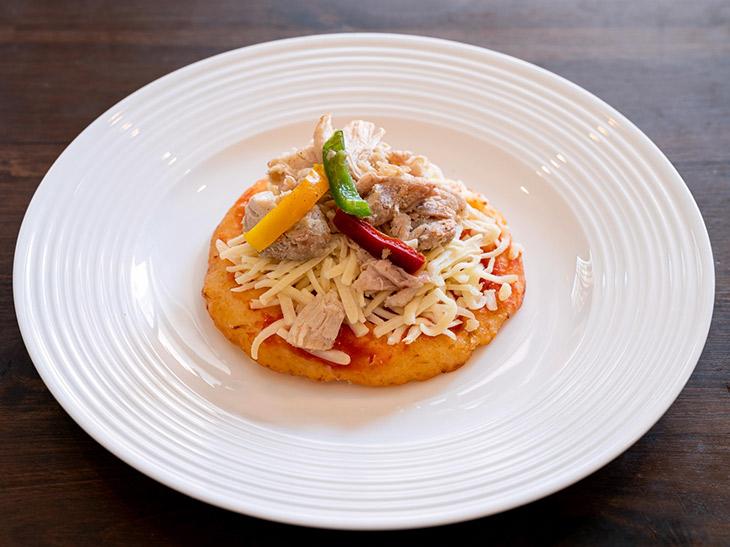 「サラダチキンのカリフラワーピザ」 540円