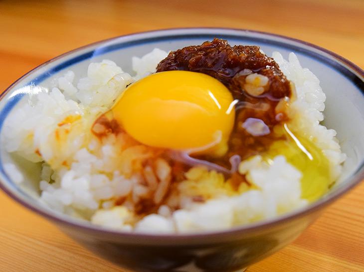 青森県民が熱愛する「食べるスタミナ源たれ」で究極のタレご飯が作れる!