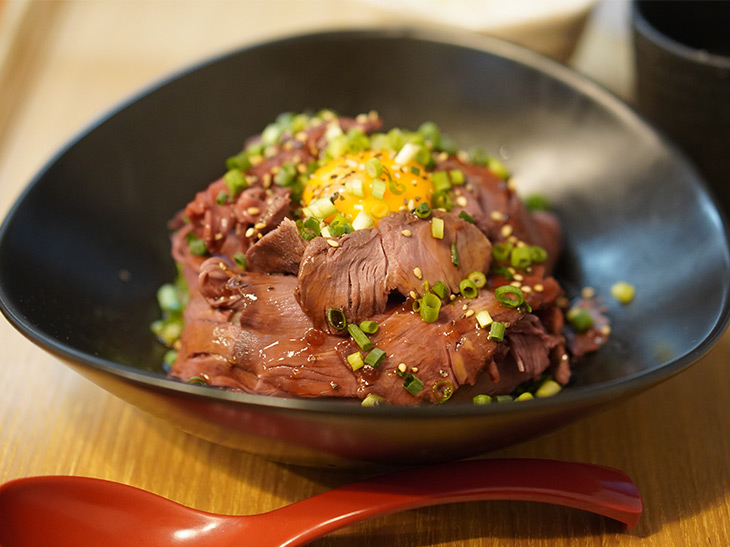 日本初の馬肉食堂『ウマキチ』の1号店がオープン。看板メニュー「ローストホース丼」を食べてきた!