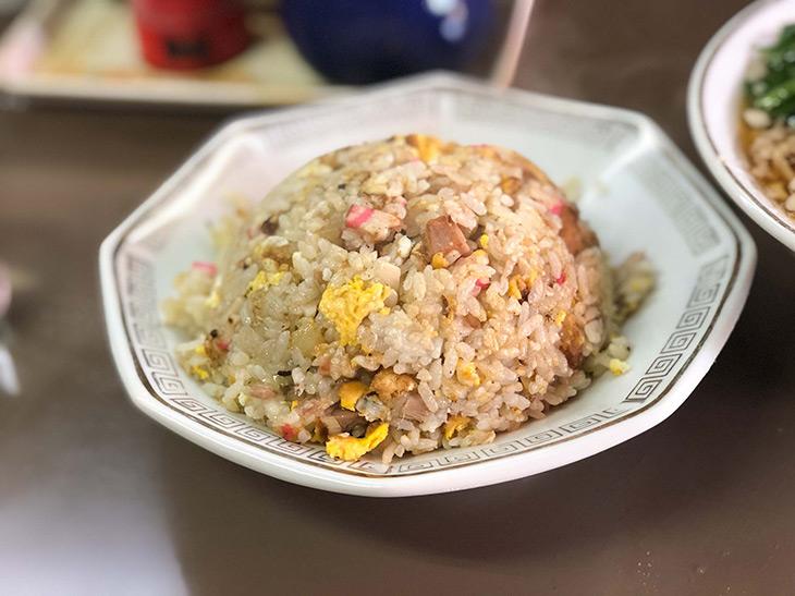 旨い店はタクシー運転手に訊け! 日本の食遺産に認定したい町中華『飛鳥』の最強チャーハンとは?
