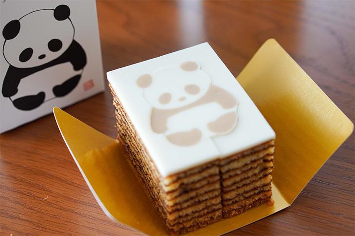 「パンダバウム」1個540円。一番上の白い部分はフォンダン素材。そこにパンダがプリントされています