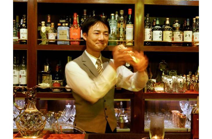 オーナーバーテンダーの吉川厚史さん。「BAR LEGACY」は今年の12月で5周年だそう