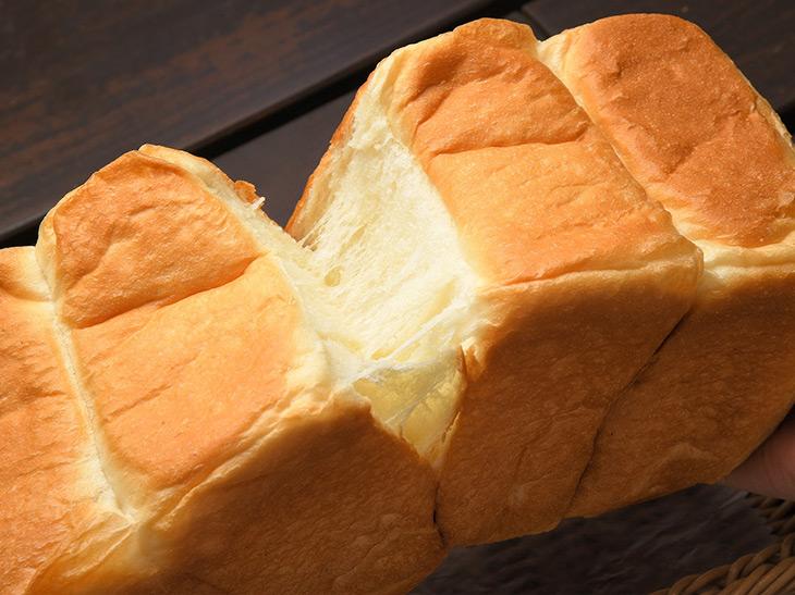 行列が絶えないパン屋『マチダベッカリー』のチーズがとろける新作生食パンとは?