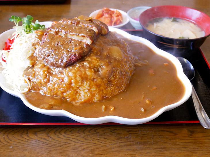 800円でこのボリューム! 『金曜日』(千葉県)で約2.6kgのデカ盛りカツカレーを食べてきた