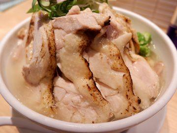 マンガのような夢のデカ盛り鶏ラーメンを『よってこや』で味わってきた