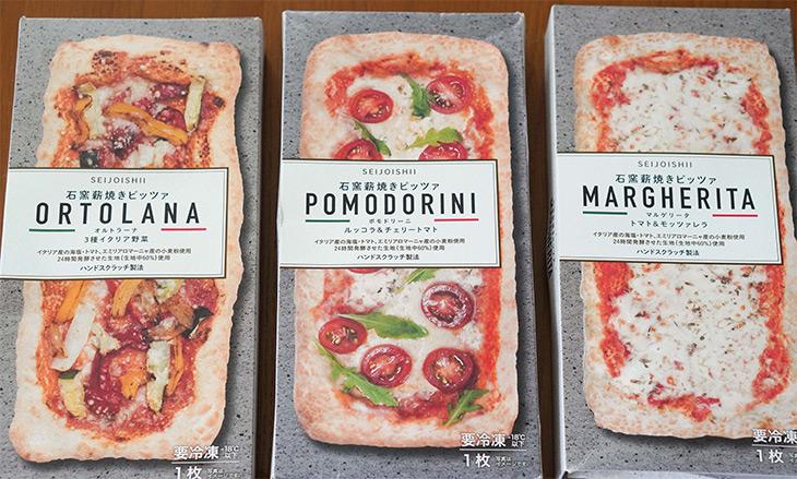 円形のピッツァが多い中で、珍しい長方形型