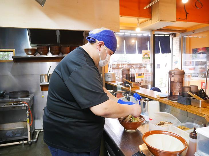 「うちのスープはバランス重視。煮干しと味噌のいいとこ取りを楽しんで」店主の金子良幸さん