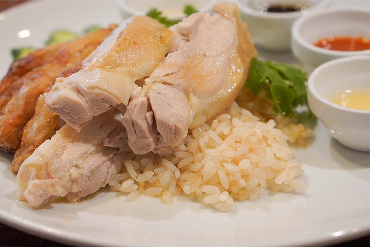 ライスはコシヒカリを使用。なお、毎月5と0がつく日はジャスミンライス(タイの香り米)になります