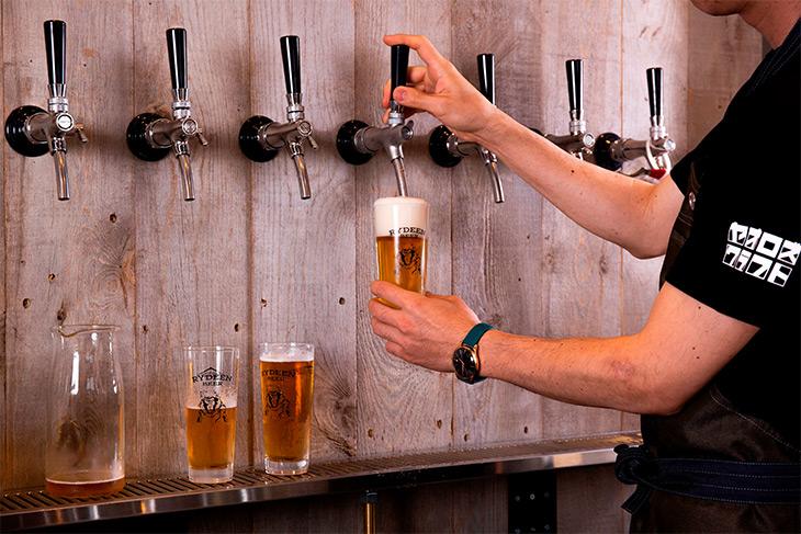 そんな「RYDEEN BEER」を全種類樽で提供するお店は、直営店『猿倉山ビール醸造所』を除き『ヤオロズクラフト』が初めて