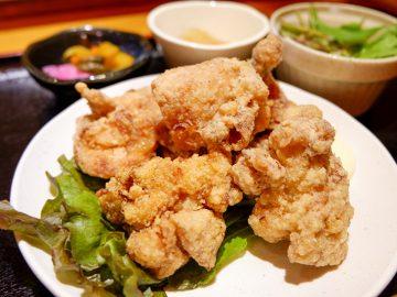「からーげ定食」(650円・税抜)。食べ放題のスタートは5個~。味噌汁、サラダ、お新香、大根おろしが付きます