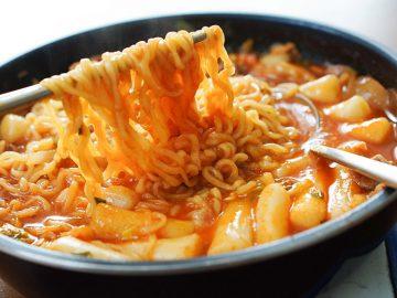 プルダックにラッポッキ…旨さと辛さにドハマり必至の「韓国即席麺」3選