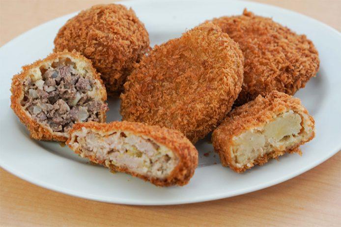 左からビーフメンチ260円、ポークメンチ200円、コロッケ170円。ポークメンチにもたっぷり豚肉が入っています。また、コロッケは、甘みのあるジャガイモと豚肉の旨みがじんわり