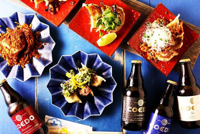 餃子は江戸甘味噌や柚子ねぎ塩、パクチー&ライム、花椒香る麻辣よだれ餃子など全10種類のフレーバーが楽しめます。各500円