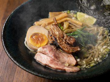超濃厚ラム骨100%のスープが冴える『らむね屋』の「特製らむらぁ~麺」とは?