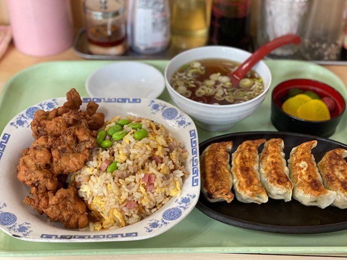 チャーハン豚の唐揚げ付き700円と餃子400円