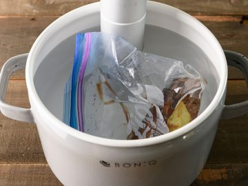 話題のBONIQ Proも!プロ級の料理が家で作れる最新「低温調理家電」3選