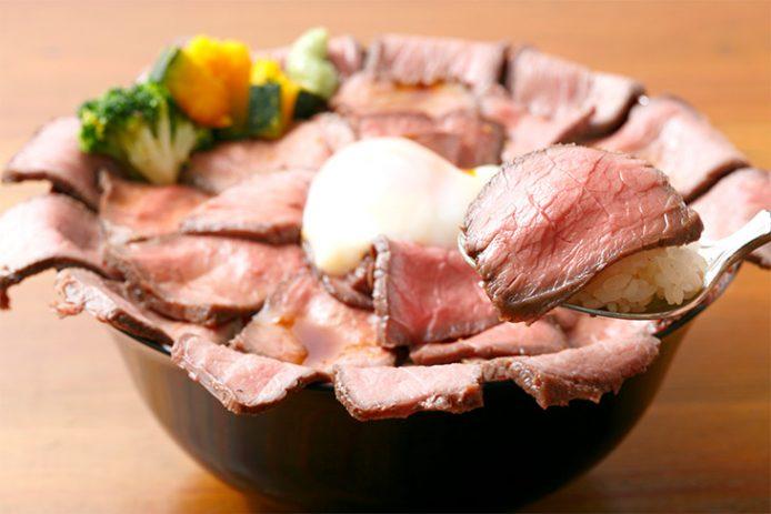 赤身肉&ポン酢ベースのタレなのでさっぱり味わえるのがいい! 肉と米でパワーチャージ!
