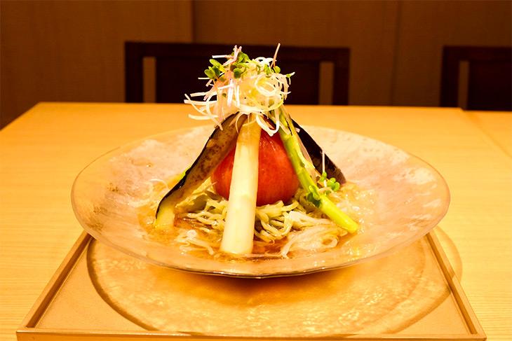 「まるごとトマトふかのひれジュレの冷やし麺 東京江戸赤酢と共に」1680円(税込)