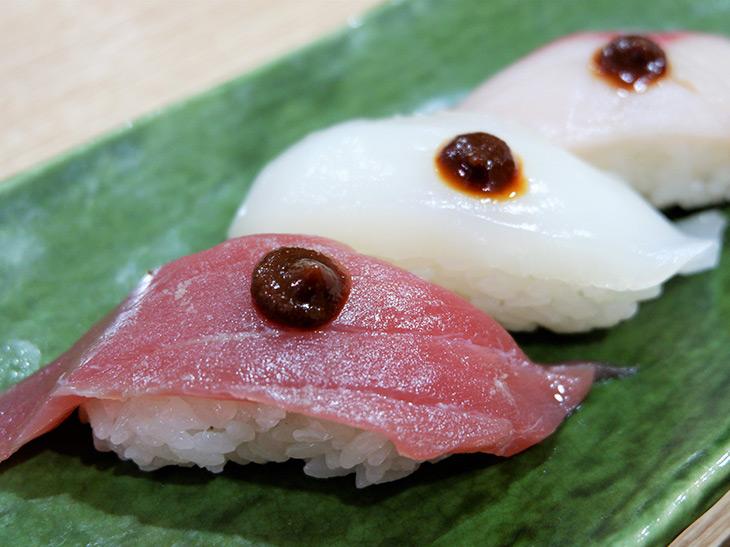 寿司も肉料理もコク旨に! 醤油の味と香りを凝縮したペースト状の「もろみ醤油」が超使える