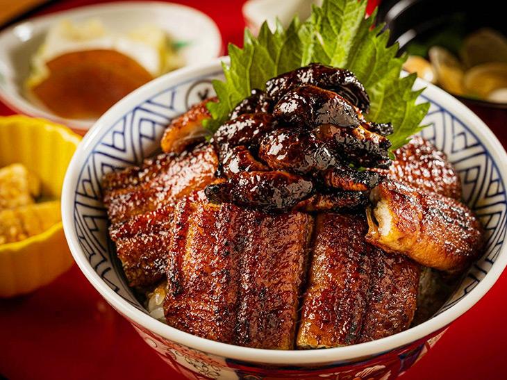 「肝入りうなぎ丼」5800円、上6900円