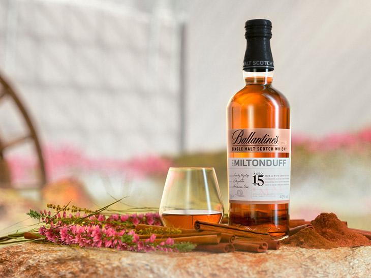 ブレンデッドウイスキーの名門「バランタイン」から新発売の魅惑の「シングルモルト」とは?