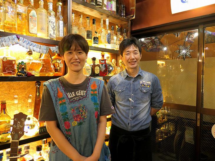 「サモ・ハン加奈子」こと渕上加奈子さん(左)と、穏やかな社長・佐々木浩史さん(右)