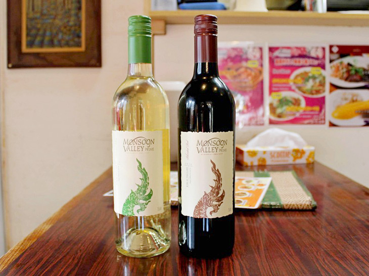 タイ産ワイン「モンスーンバレー」白・赤 グラス各580円、ボトル各2950円