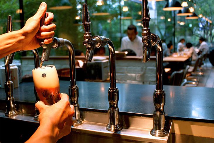 「COEDOビール」はビールサーバーから注がれた最高の状態で提供!