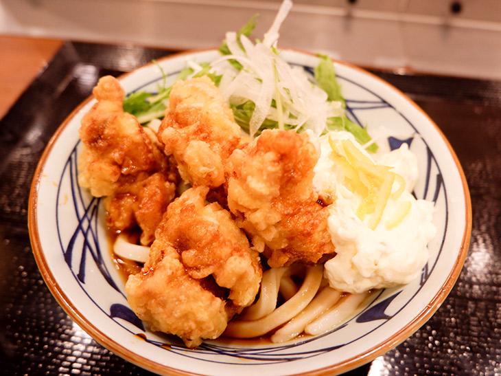 丸亀製麺のうどん総選挙1位の「タル鶏天ぶっかけうどん」が復刻。さっそく食べてみた