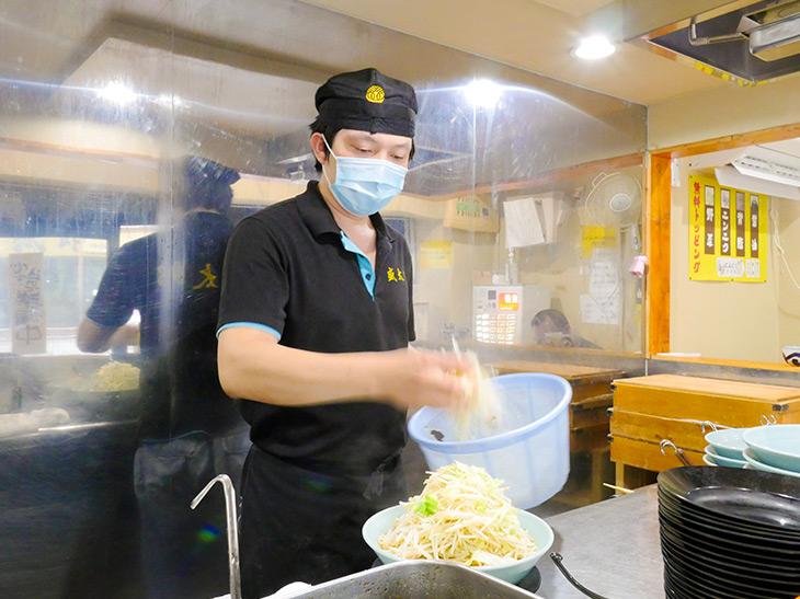 「一番人気はチャーシューメンの普通盛り840円。普通盛りでも茹でた後は麺約500gですよ」
