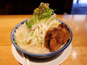 濃厚すぎてレンゲが立つ! 『よってこや』で「京都鶏ガラとんこつラーメン」を食べてきた