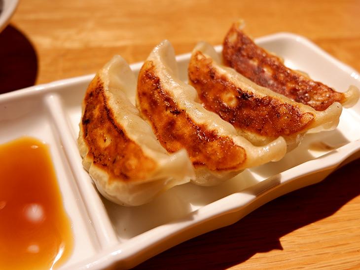 ニンニク風味がきいた餃子(270円)とも合います