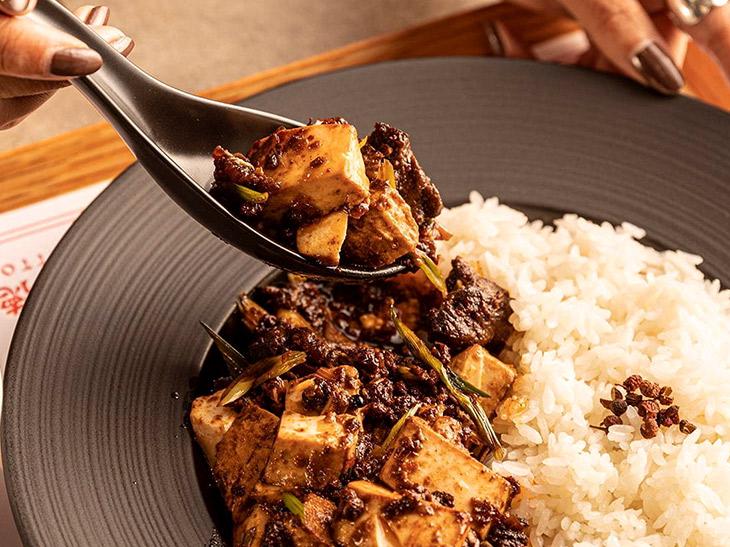 グロリアスチェーンカフェ 牛舌麻婆豆腐