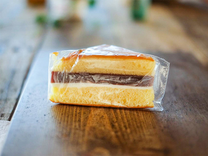 シベリアは、昭和レトロなお菓子として有名