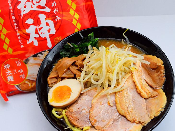 """即席麺に革命を起こす""""神太麺""""が降臨! 『明星』が新発売した「麺神」を食べてみた"""