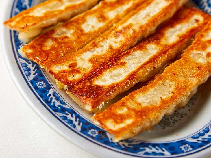 パリパリ食感がクセになる! 台湾夜市名物「棒餃子」の専門店が新宿にオープン
