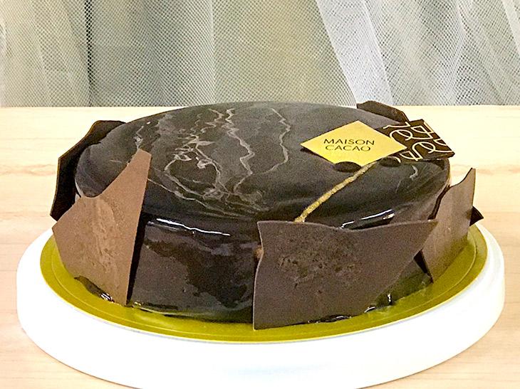 5号(直径15cm)の「COCOA NOIR by MAISON CACAO」(4860円)は100台限定で、web予約に対応。店頭予約期間は11/4~12/22