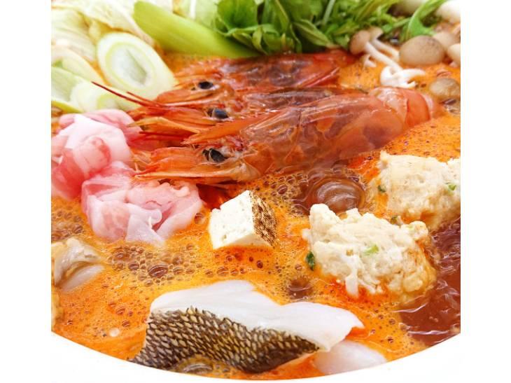 「辛紅鍋」はエビやタラなどの魚介と相性バツグン