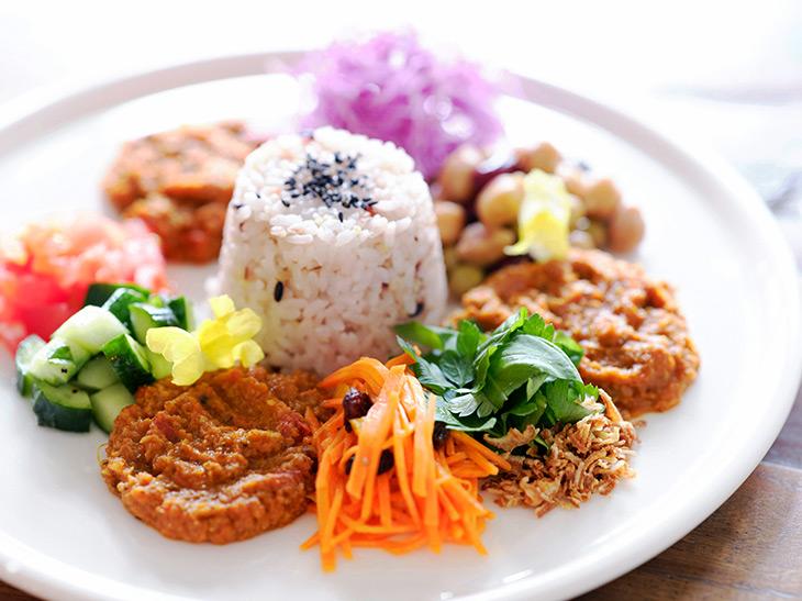 『BOTANIST Tokyo』の「雑穀ごはんの薬膳カレー」1500円
