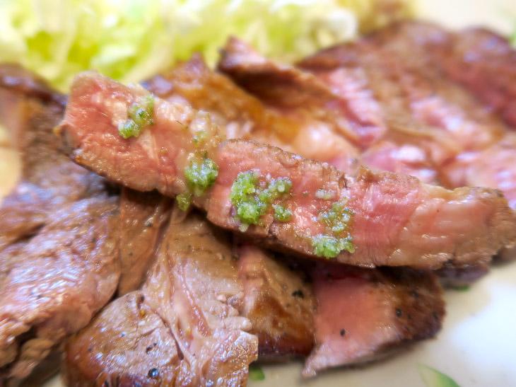 わさびの香りがあとにふわっと広がる感じがたまらない。いろんなソースで食べようと思っていたが、潮山葵でステーキ1枚を食べ切ってしまった