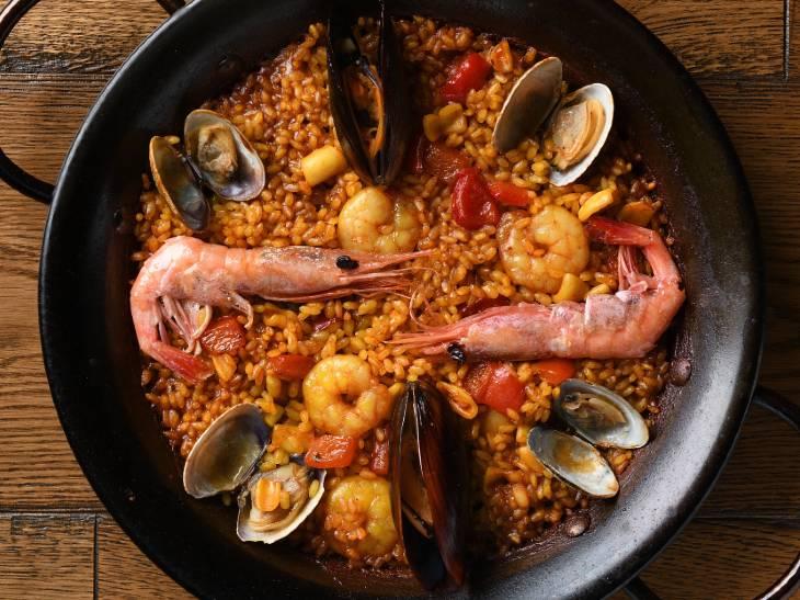 パエリアが20種類!? 代官山の超人気スペイン料理店『サルイアモール』が丸の内テラスに登場