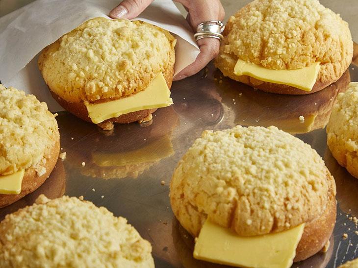 浪速っ子も絶賛!焼きたてメロンパン×厚切りバター「台湾メロンパン」に注目!