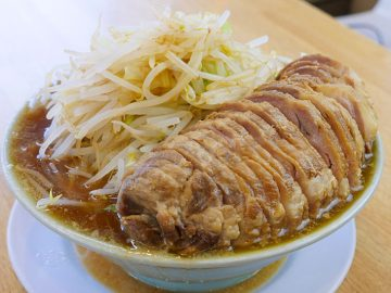 約2kg! 『肉汁らーめん公』(新馬場)のチャーシュー1本が入ったデカ盛りラーメンを食べてきた