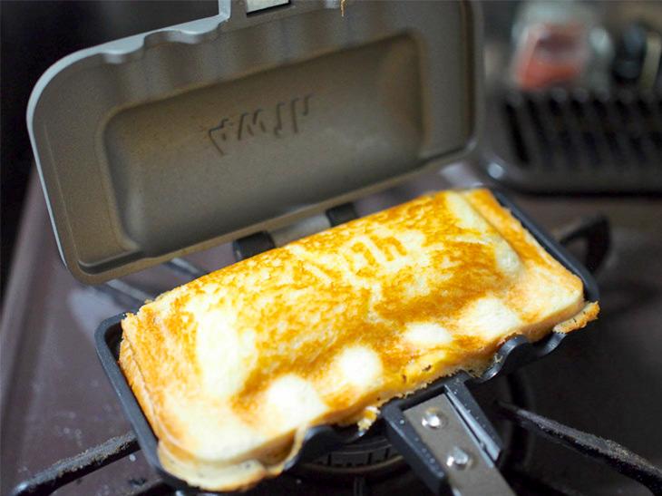 食パン1枚でホットサンドが作れる! ありそうでなかった「ホットサンドソロ」を使ってみた