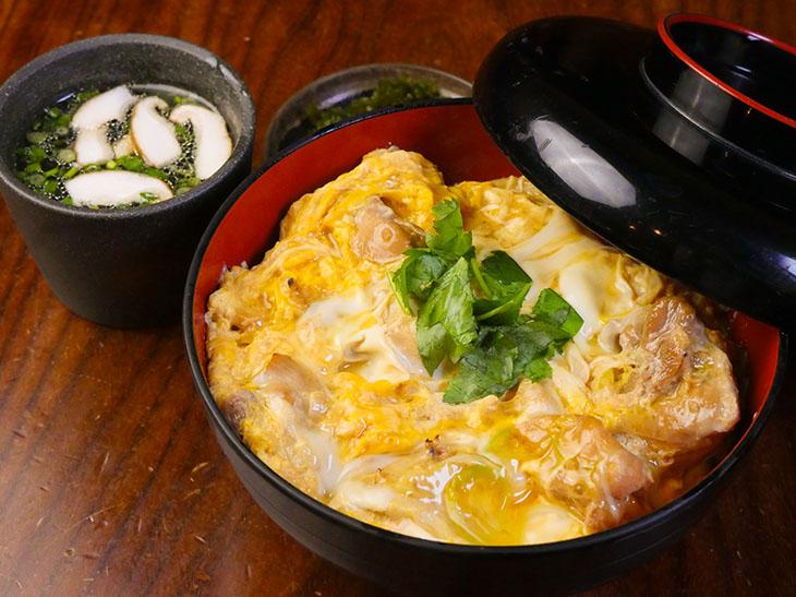 ランチは100食限定!『神田 伊勢ろく 本店』の絶品「親子丼」を食べてきた