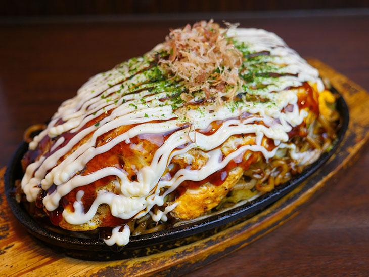 重量約1kg! 上野『下町焼きそば 銀ちゃん』で超デカ盛り「鉄板お好み焼きそば」を食べてきた